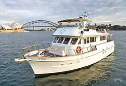SILVER SPIRIT 60' Flybridge Motor Cruiser Boxing Day Charter